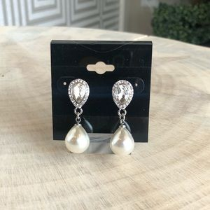 Jewelry - Crystal and Pearl a Drop Earrings